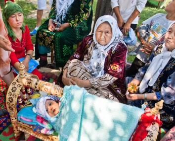 Kyrgyzstan-woman-Radiokafka Shutterstock.com